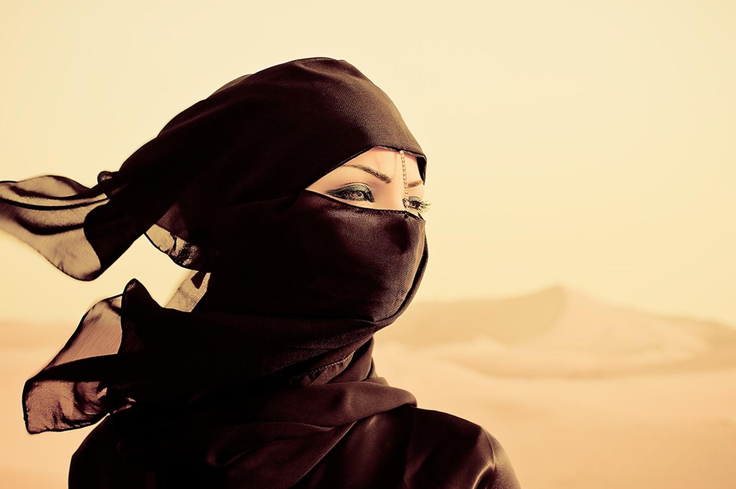 Dubai Woman Graphis